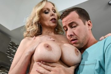 Hooked On Bras with Julia Ann and Jessy Jones