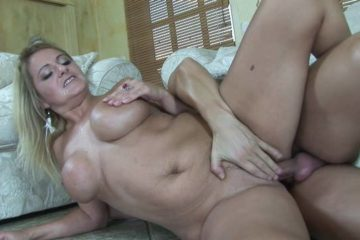 Blonde MILF gives good blow job before getting her pussy pounded