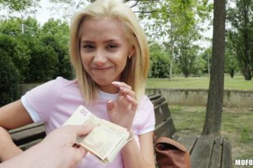 Veronica Leal in Public Pickups
