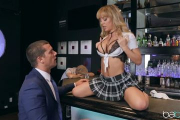 Guy enjoys anal sex with Cherie Deville