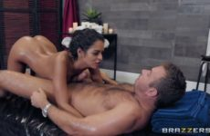 Vienna Black does a massage with happy ending
