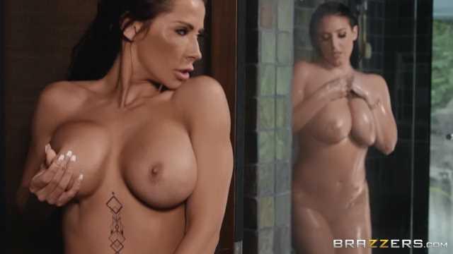 Nackt mädchen duschen Mädchen nackt