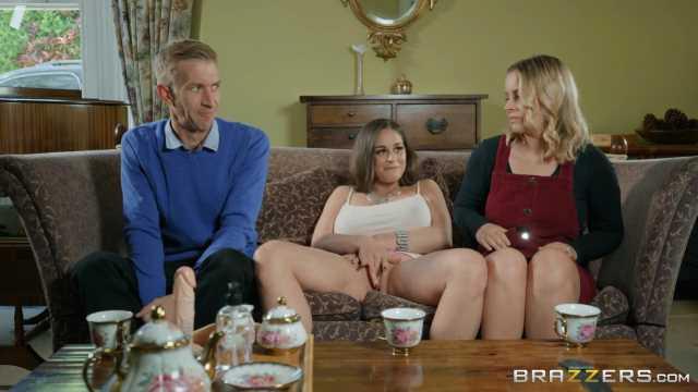 Mädchen beobachten Kerl masturbieren