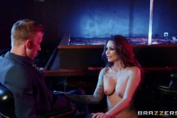 naked redhead does hot dance